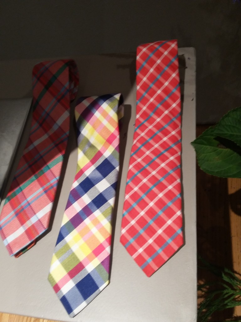 how to clean a tie